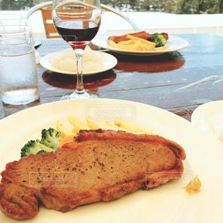 食事,ランチ,フォーク,ナイフ,テーブル,皿,ワイン,ご飯,美味しい,ステーキ,食,ポテト,赤ワイン,バルコニー,ぶどう,マンズワイン
