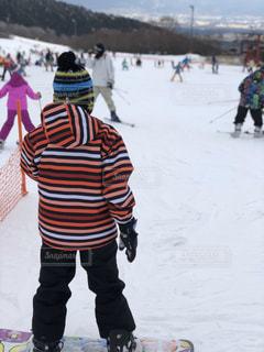 男性,子ども,家族,風景,アウトドア,スポーツ,雪,屋外,人物,ニット帽,ゲレンデ,レジャー,スキー場,スノーボード,スノーウエア