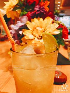 花,黄色,お花,オレンジ,ガラス,テーブル,レモン,カップ,ドリンク,草木,飲料