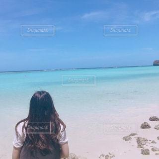 自然,海,空,夏,後ろ姿,海岸,景色,美しい,バス,思い出,髪の毛,日中,オリエンタル