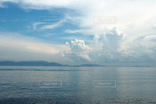晴れやかな夏の瀬戸内海の積乱雲と青空の写真・画像素材[4647616]