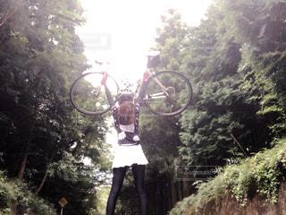 ロードバイクでウエイトリフティングの写真・画像素材[1514245]