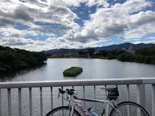 雲,水面,ロードバイク,秋空