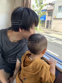 男性,2人,電車,子供,車窓