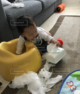 赤ちゃん,バンボ,0歳,お手伝い,お掃除,拭き掃除,ウエットティッシュ,やられちゃった