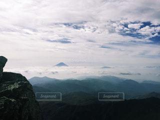 雲に浮かぶ富士山の写真・画像素材[1657594]