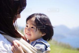 赤ちゃんと母親の写真・画像素材[1624409]