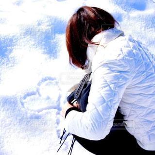 女性,20代,冬,雪,屋外,白,後ろ姿,外,人,ホワイト,落書き