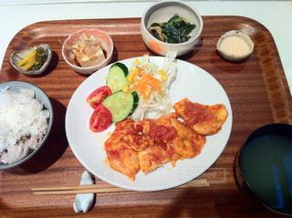 食べ物,食事,屋内,皿,料理,木目
