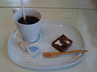 ケーキ,コーヒー,食事,屋内,皿,チョコレート,カップ,料理