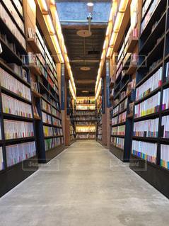 本棚の部屋の写真・画像素材[1549440]