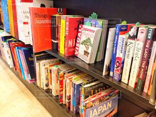 本棚は本でいっぱいの写真・画像素材[1549458]