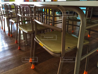 屋内,椅子,テーブル,床,未来,教室,幼稚園,ポジティブ,希望,小さい椅子,パイプ椅子,子供椅子
