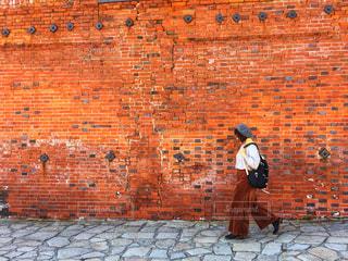 赤レンガ倉庫前で、秋コーデ!の写真・画像素材[1581563]