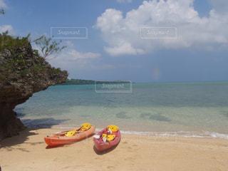 砂浜の上にボートの写真・画像素材[1588058]