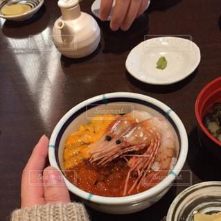 ランチ,手,観光,旅行,海鮮丼,エビ,函館,ウニ,いくら,三色丼