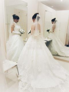 女性,白,結婚式,花嫁,北海道,鏡,ドレス,結婚,ウエディングドレス,フォトジェニック,控え室,インスタ映え,二面鏡