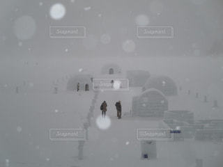 しらりべつ湖コタン、氷上の村とかまくらの写真・画像素材[1657376]