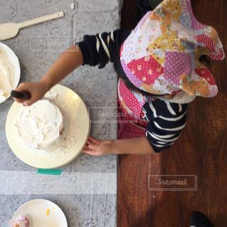 クリスマスケーキ教室、ケーキを作る女の子の写真・画像素材[1664187]