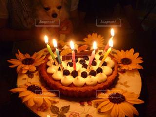 キャンドルとバースデー ケーキの写真・画像素材[1669163]