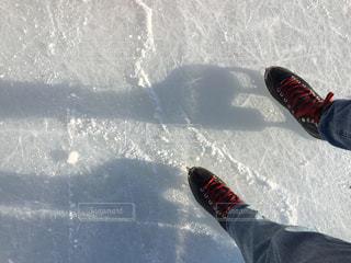 冬,屋外,北海道,影,氷,光,寒い,冷たい,函館,デニム,シャドー,はじめて,シャドウ,スケート,スケート靴,初心者,氷上,リンク