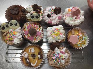 キッチン,赤,白,プレゼント,クリーム,デザート,生クリーム,カップケーキ,チョコレート,パンダ,可愛い,網,バレンタイン,装飾,チョコ,手作り,キュート,ギフト,複数,インスタ,トッピング,できたて,インスタ映え,本命チョコ,チョコカップケーキ,デコカップケーキ,パパチョコ