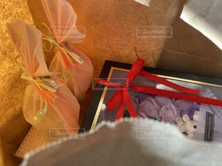 紙袋に入っているプレゼントの写真・画像素材[3963481]