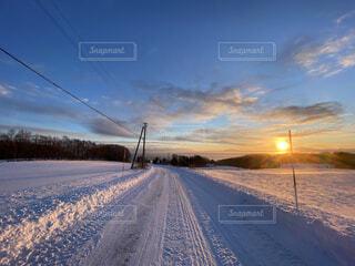 風景,冬,雪,屋外,朝日,雲,道路,北海道,正月,お正月,日の出,道東,冷たい,新年,初日の出,オホーツク海