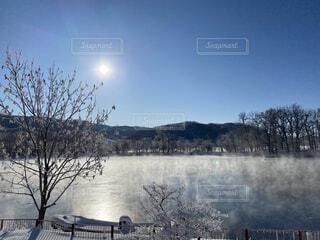 絶景,雪,太陽,朝日,白,川,北海道,正月,寒い,お正月,日の出,新年,初日の出,極寒,網走,霧氷,凍りつく,マイナス気温,川霧,網走川,−15度