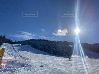 空,冬,雪,屋外,太陽,晴れ,山,スキー,運動,スキー場,スノーボード,ウィンタースポーツ,日中