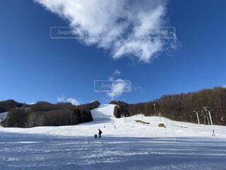 空,冬,雪,屋外,晴れ,山,休憩,スキー,たくさん,運動,スキー場,スノーボード,ウィンタースポーツ,日中