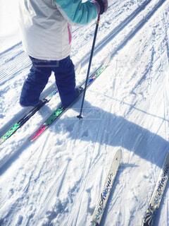 自然,風景,冬,森林,木,雪,屋外,親子,歩く,山,人,ひとり,スキー,ふたり,運動,ゲレンデ,ハイキング,冒険,初,斜面,ウィンタースポーツ,はじめて,日中,初心者,履物,散策,2人,トレッキングポール,歩くスキー,スポーツ用品,ノルディックスキー,ハイキング機器,クロスカントリースキーヤー,スキーポール
