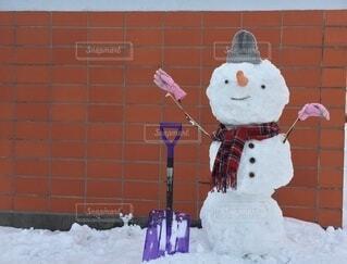防寒した雪だるまの写真・画像素材[4169611]