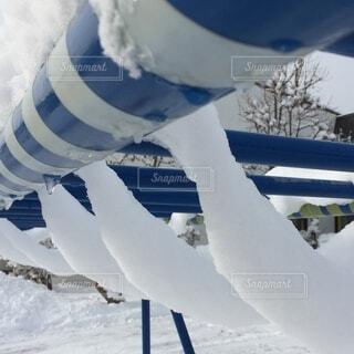 遊具に積もった雪の写真・画像素材[4169615]