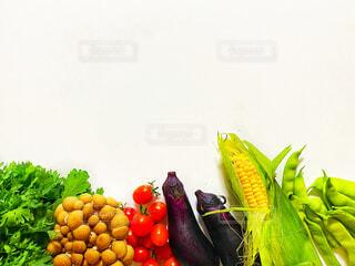 鮮やかなたくさんの異なる野菜のクローズアップの写真・画像素材[4826226]