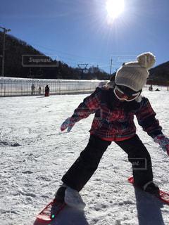 子ども,空,冬,スポーツ,雪,屋外,女の子,丘,人物,人,スキー,ゲレンデ,長野県,斜面,初めて,4才,あららぎ