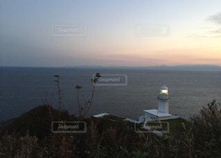1人,自然,海,空,屋外,夕暮れ,海岸,旅,灯台,淋しい