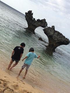 海,後ろ姿,青い海,沖縄,人物,背中,人,後姿,ハートロック,コンテスト