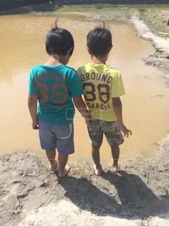 自然,後ろ姿,背中,人,後姿,兄弟,泥んこ,泥遊び