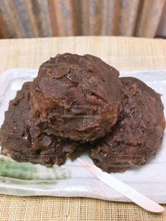 皿にチョコレート ケーキの写真・画像素材[1475432]