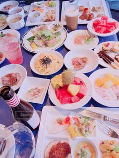 食事,テーブル,皿,料理,複数,配置