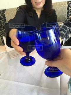 女性,友だち,飲み物,手,ガラス,人物,イベント,食器,ワイン,グラス,乾杯,ドリンク,パーティー,手元