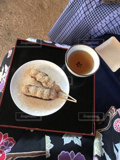 食品とコーヒーのカップのプレートの写真・画像素材[1478818]