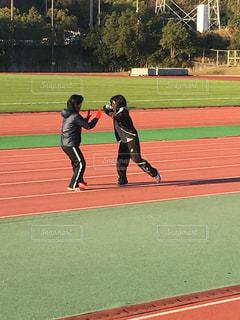 スポーツ,練習,グラウンド,日中,陸上競技場,休憩時間