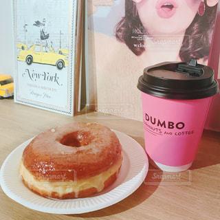 食べ物,スイーツ,カフェ,コーヒー,ピンク,かわいい,テーブル,カップ,麻布十番,ドーナツ,dumbo,インスタ映え