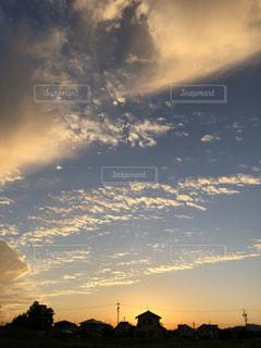 空,秋,夕日,太陽,雲,青,夕焼け,サンセット,お散歩,秋空,日暮れ,スカイ,オータム