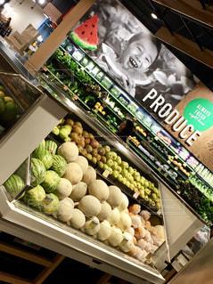 食品のさまざまな種類の多くでいっぱいストアの写真・画像素材[1555023]