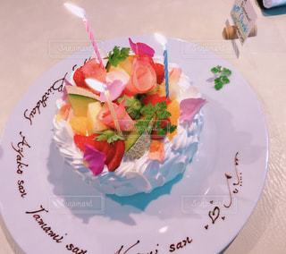 皿の上のケーキの一部の写真・画像素材[1688459]