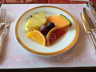 食べ物,朝食,デザート,フォーク,ナイフ,テーブル,フルーツ,果物,皿,ビタミンカラー