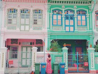 女性,海外,ピンク,ワンピース,カラフル,鮮やか,レトロ,旅行,シンガポール,海外旅行,ピンク色,pink,お出かけ,フォトジェニック,カトン地区